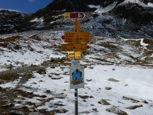 Wegweiser auf dem Pass Suvretta