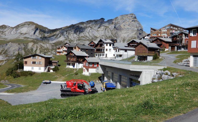 Blick übers Dorf mit dem Haupt im Hintergrund