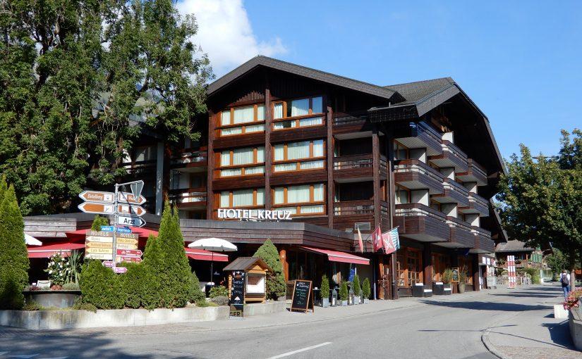 Das Hotel Kreuz mitten im Dorf von Lenk i. S.