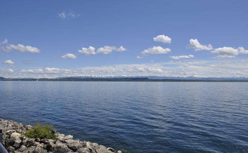 Lac de Neuchâtel und Alpenpanorama