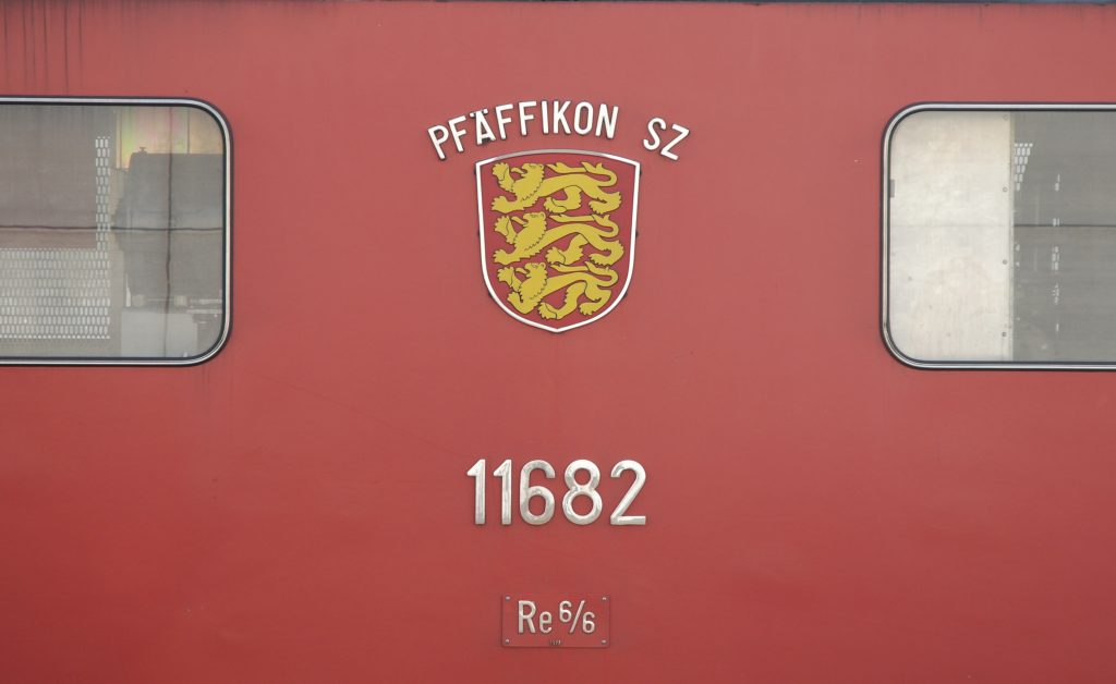 Re 6/6 11682 - Wappen Pfäffikon SZ