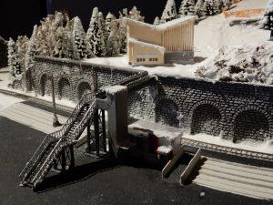 Die Überführung mit Lift zur Talstation