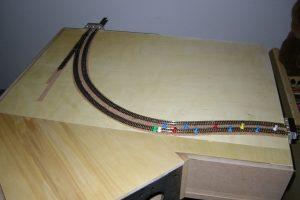 Der Streckenverlauf mit der Doppelspur und der Abzweigweiche