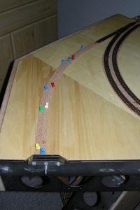 Die erste Bahn Kork für den Abzweiger ist gelegt