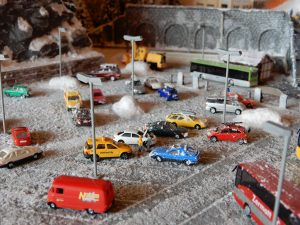 Der Parkplatz im Detail, nun auch mit Strassenlampen