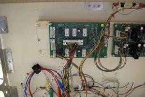 Noch mehr Kabelverhau - Bedienplättchen eingebaut