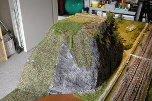 Der Felsen auf der breiten Seite ist erst grün