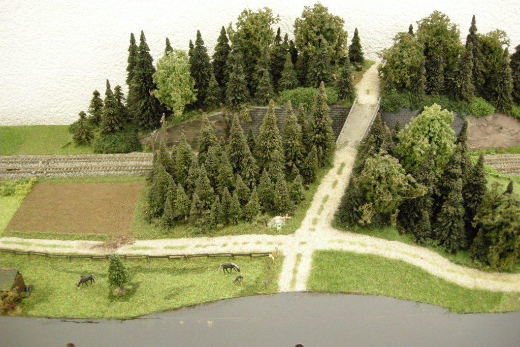 Die überarbeitete Waldpartie mit der Brücke
