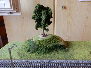 Der mächtige Baum auf dem Hügel