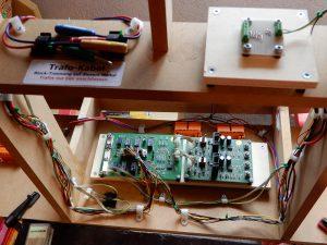 Der Block ist nun komplett verkabelt, Anschlusskabel eingebaut und auch die Diodenmatrix für die Signale wurde gelötet