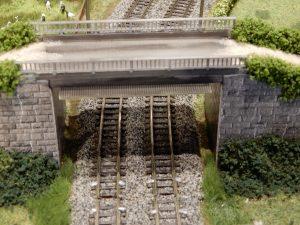 Hier wurde noch ein kleines Detail neben dem Gleis verbessert
