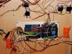 ... die Weichenantriebe und die Steuerung dazu sind eingebaut