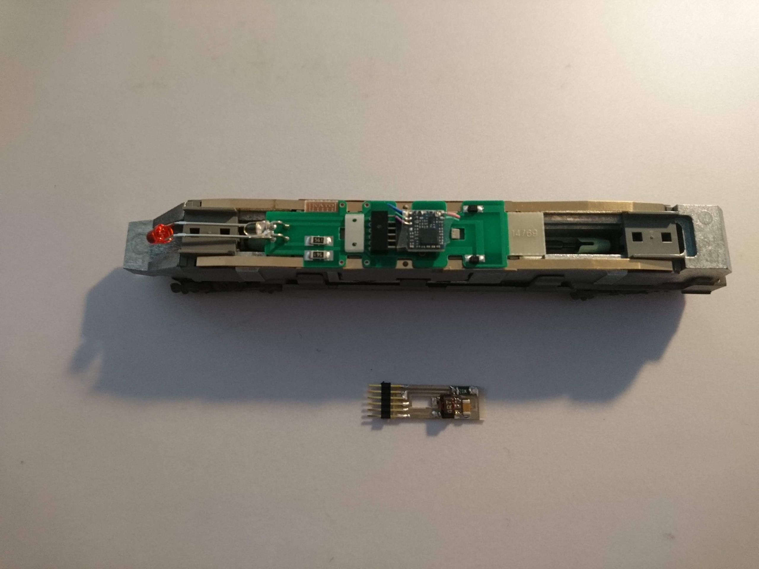 Der Decoder ist auf der Tauschplatine eingesetzt, der Blindstecker entfernt