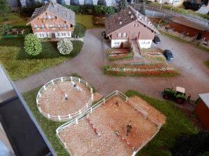 ... wie auch der Bauernhof mit seiner Umgebung